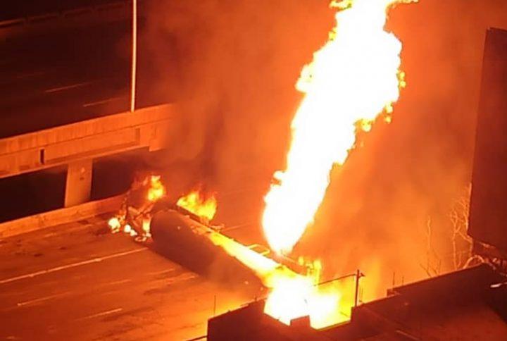 Gandola explotó en la autopista Francisco Fajardo